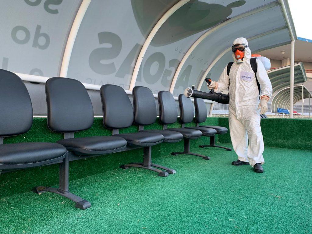 Na semana da retomada, Selaj inicia sanitização do Estádio Rei Pelé