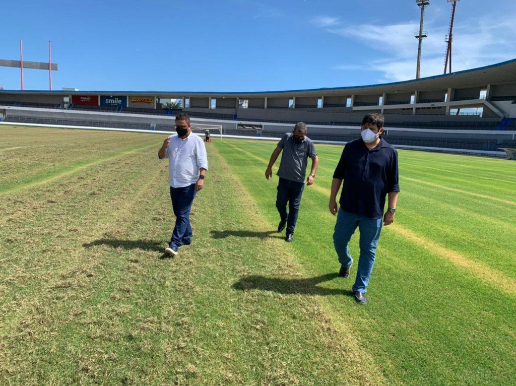 Selaj promove tratamento intensivo no gramado do Estádio Rei Pelé